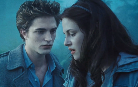 """""""Twilight"""" Author Stephenie Meyer is Doing a Book Signing to Celebrate Twilight's 10th Year!"""